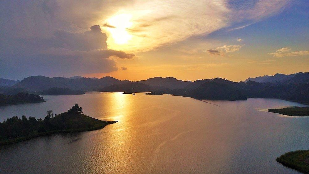 Golden+sunset+on+lake+@+Mutanda+Lake+Resort+_+Uganda.jpg