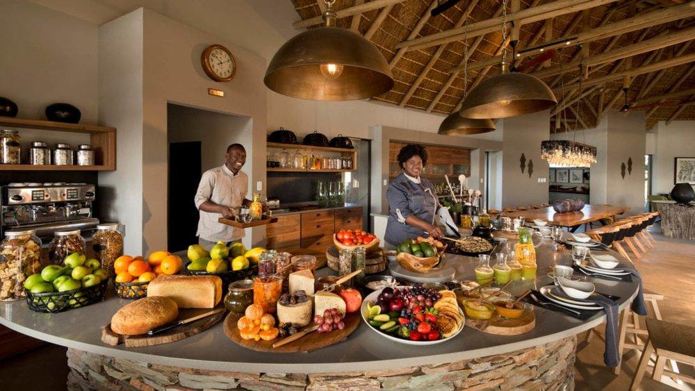 RockFig-Safari-Lodge_Openplan-kitchen-breakfast-buffet1-1-1090x614.jpg