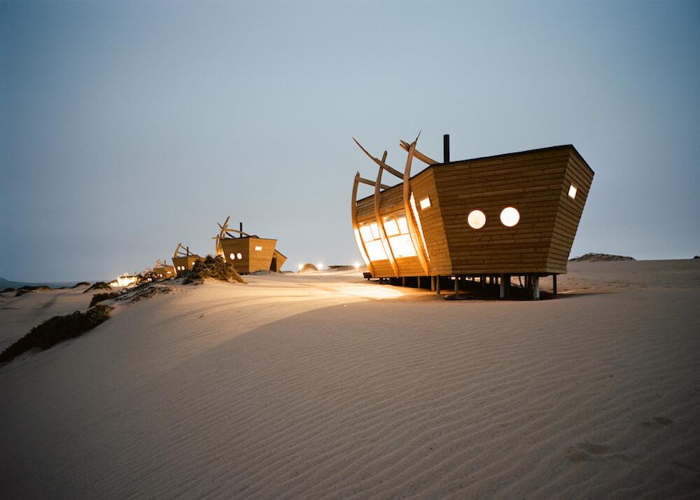6Shipwreck-Lodge-Accommodation-Rooms-at-night.jpg