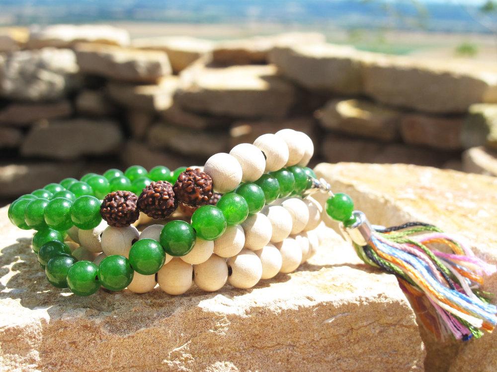 Les nouvelles collections sont là ! - Des créations fraiches et originales pour les hommes et les femmes. Des colliers malas et une ligne complète de bracelets assortis. Découvrez les vite, ils sont en série très limitées...