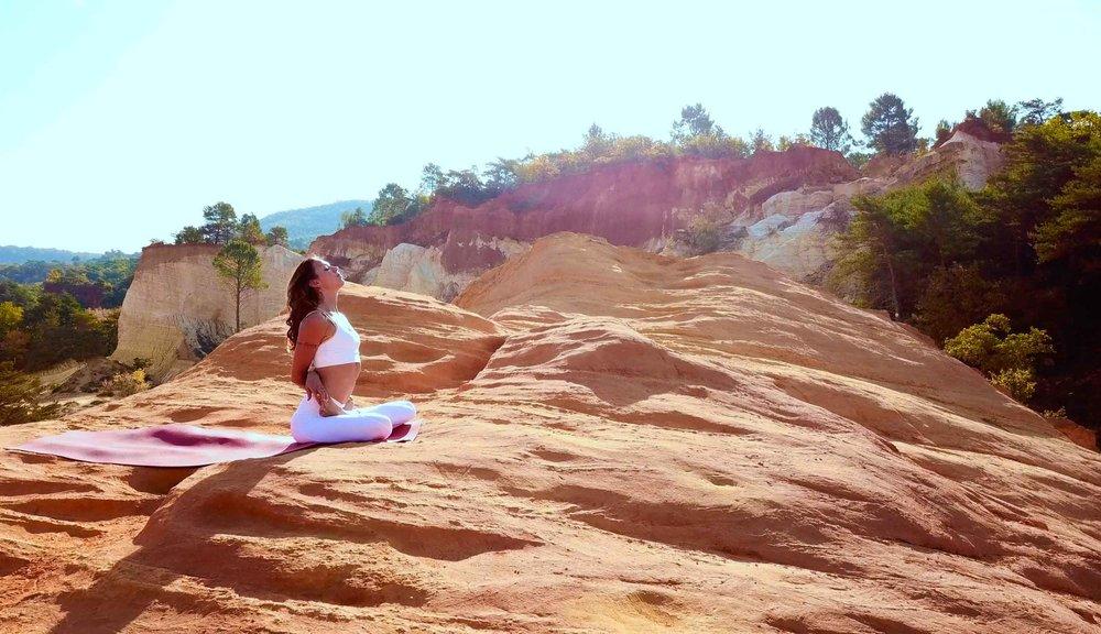 Lola Mallein - Yogacharya - Maître en Yoga & Méditation