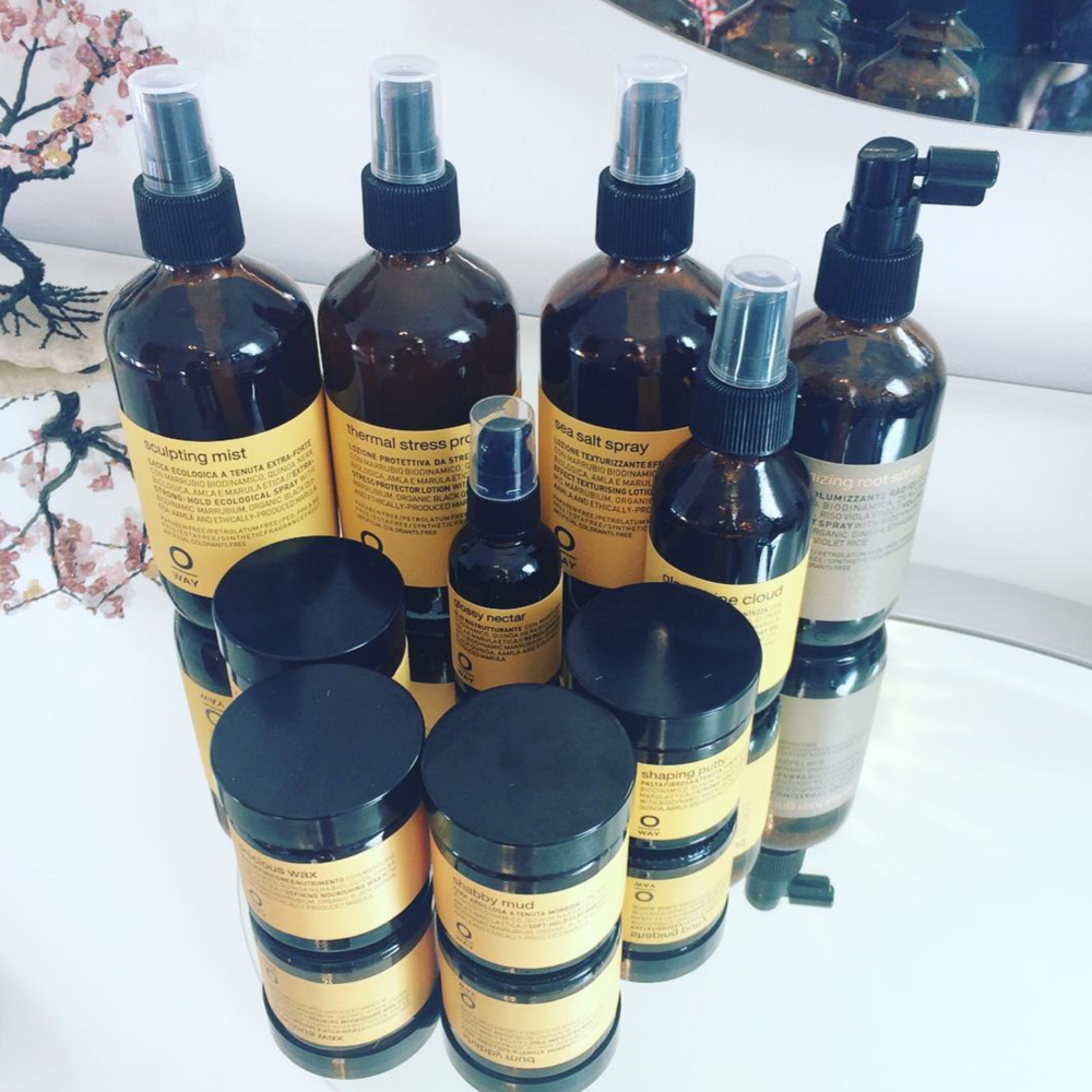 In love with these products, #organichaircare Oway🌿  #naturalbeauty #organic #greenbeauty #oway #organicproducts #hairstylist #hairartist #beauty #hairandmakeupartist #recycle #green #ecofriendly #behindthechair