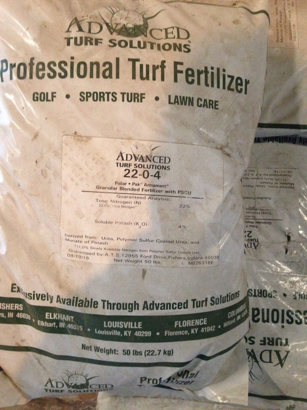A high-nitrogen slow-release fertilizer helps a lawn prepare for winter