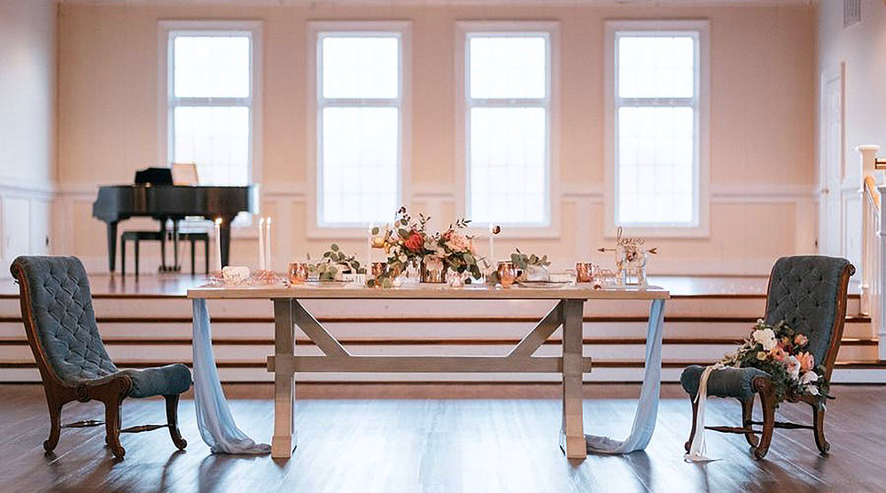 elegant table for two 2000px.jpg