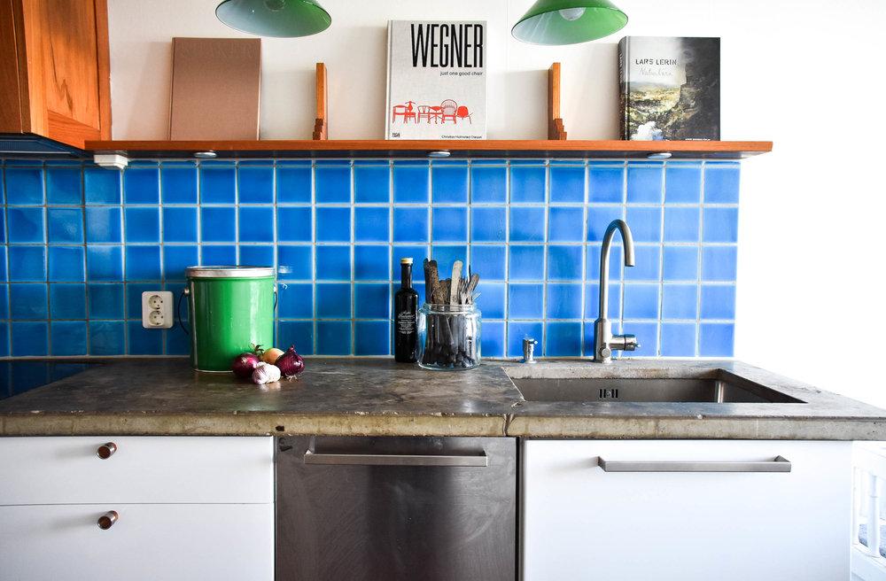 FINNBERGSVÄGEN 7    62 kvm, två rum och kök och inte en enda rät vinkel. Inspirerande lägenhet med utsikt som slår det mesta.  Stylingpaket: Medium