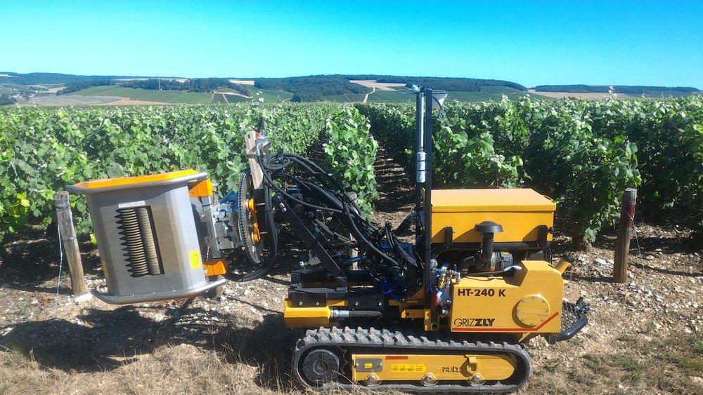 Illustration d'une machine autonome dans les vignes