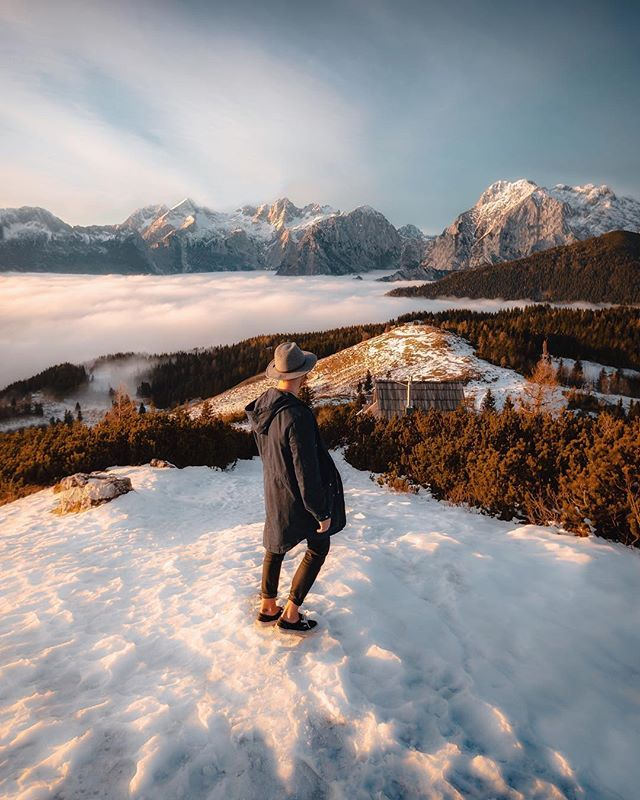⟠➳ One of the most beautiful sunset views I've ever seen. The land below was much colder than on top of the mountain, which lead to the low clouds filling the valley. Thank you @feelslovenia & @kocavelikaplanina 😊🙌🇸🇮 #feelslovenia ☀︎