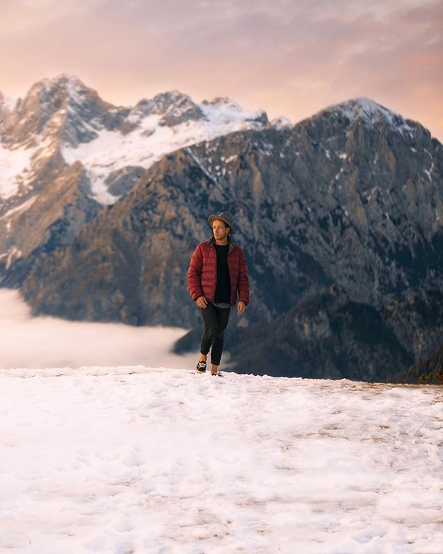 ⟠➳ Our first stop in @feelslovenia was incredible. Swipe right for a hyperlapse of sunrise @henry.nathan shot on the drone! And right again to see the amazing @kocavelikaplanina huts we stayed in! Thank you 😊🙌🇸🇮 ☀︎