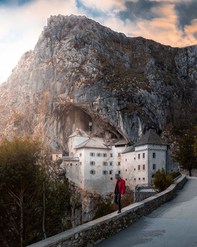 ⟠➳ Continued the road trip towards Predjama Castle.. 🏰 @feelslovenia #ifeelslovenia ☀︎