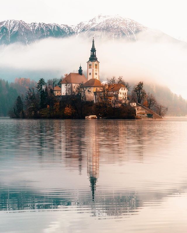 ⟠➳ The iconic and beautiful Lake Bled. I didn't realise that Bled Island is the only naturally-occurring island in Slovenia..! @feelslovenia #ifeelslovenia ☀︎