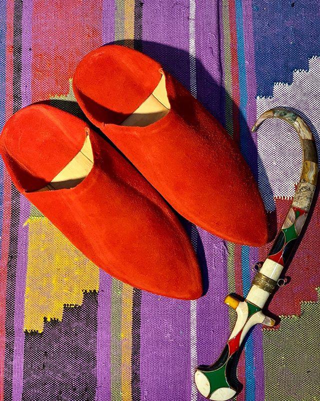 "بَابُوش (bābūš) BABOUCHE unisex  Moroccan Beige suede #babouche with leather soles. SHOP online {link in Bio} • • Get kŭl′chərd | Shop The kŭl′chər shŏp @khroniclesbyk ""A Curation of Haute Kulture"" brought to you from yours truly 💋 @kkhronicles ____________________________________ #aCurationofHauteKulture #KhroniclesByK #Designer #Curator #Stylist #Traveler #Kkhronicles #Style #Travel #Vintage #gigihadid #voguearabia #internationalstyle #curated #uniquefinds #Stylist #Designer #fashionphotography #TravelBlogger #accessories #travelista #accessories #fashion #inspiration #morocco"