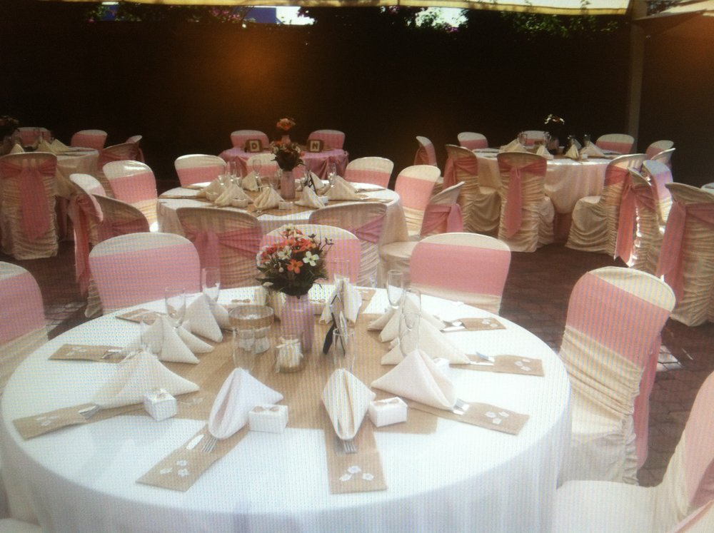 reception burlap pink.JPG