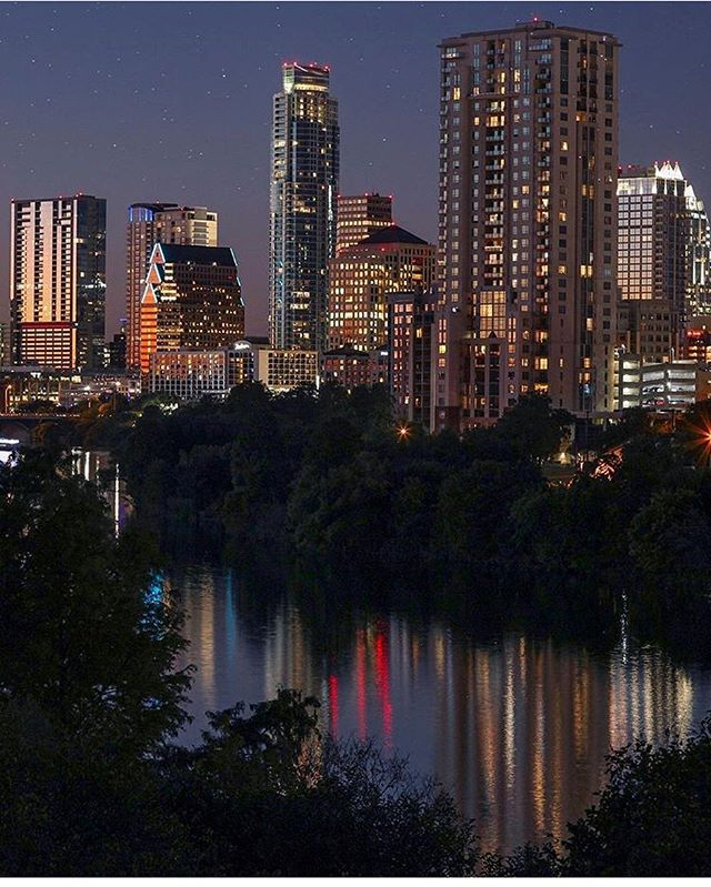 Happy weekend #igaustintexas family! Here to share this feature of our city Austin in a stunning evening light. Thanks to @getittogether_cudak for this bright submission to kick off our weekend! Show some love for this shot! 📷