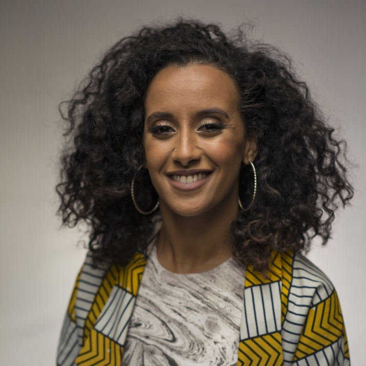Mariam El Maslouhi  is een Nederlandse-Marokkaanse/Marokkaanse-Nederlander. Ze werkt als toegepaste psycholoog en schrijft stukken over Marokko in het Engels en soms ook in het Nederlands.