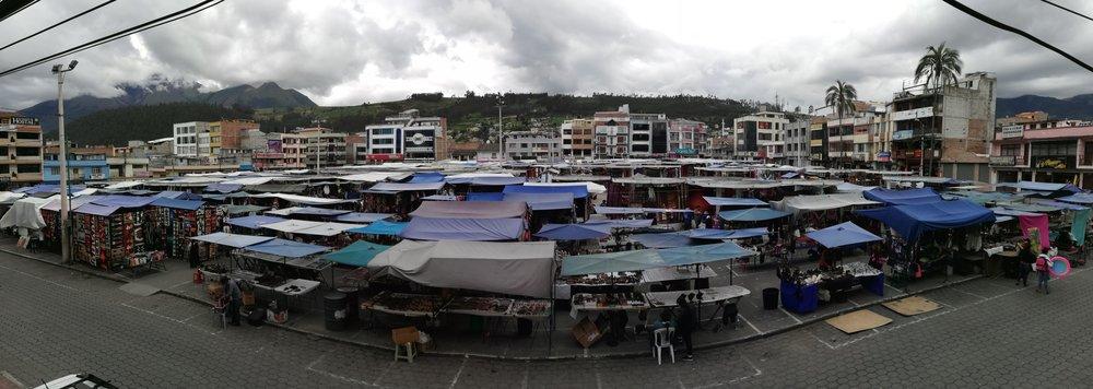 Plaza de Ponchos, Otavalo