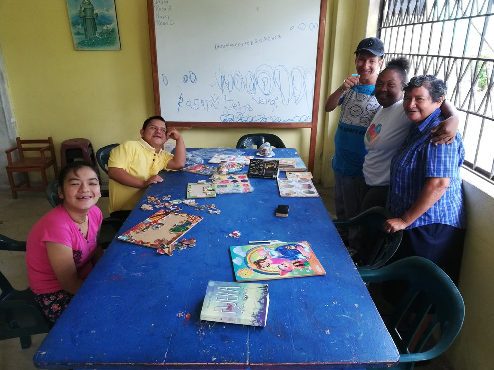 Some time with several old friends and Sr Yenny, in a program for people with disabilities. Volunteering for Amigos del Arca in 2013, we became friends, and it's good to see them again.