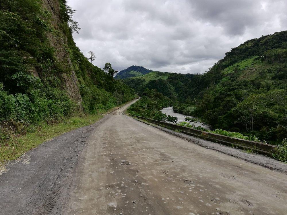 El Rio Guayabamba next to the road to Chontal