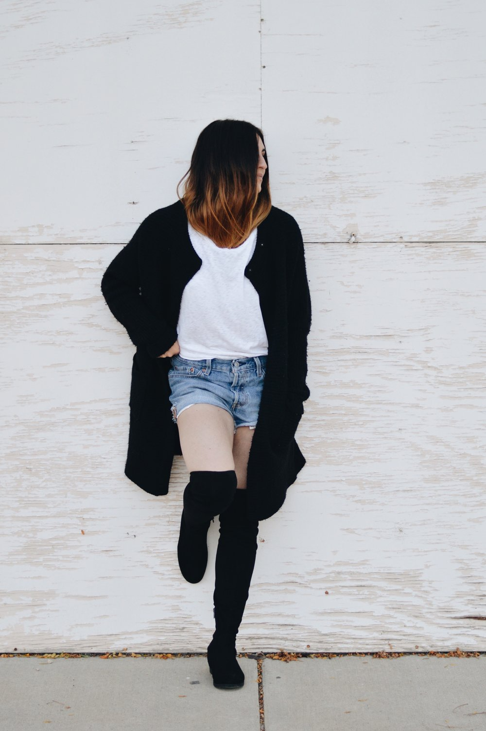 As the summer heat turns into crisp breezy air, it can be a little confusing on how to transition your summer wardrobe into fall. Somedays it's too hot, and other days its freezing. How are you supposed to pick an outfit?