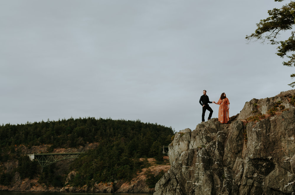 DECEPTION-PASS-COUPLES-SESSION-earthbelowphoto-2018-9.jpg