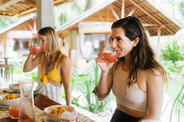 Drinking in the weekend vibesss and all the goodness around me. #freshlysqueezed #gratitude ⠀⠀ ⠀⠀ 📷 : @ashkennedyphotos