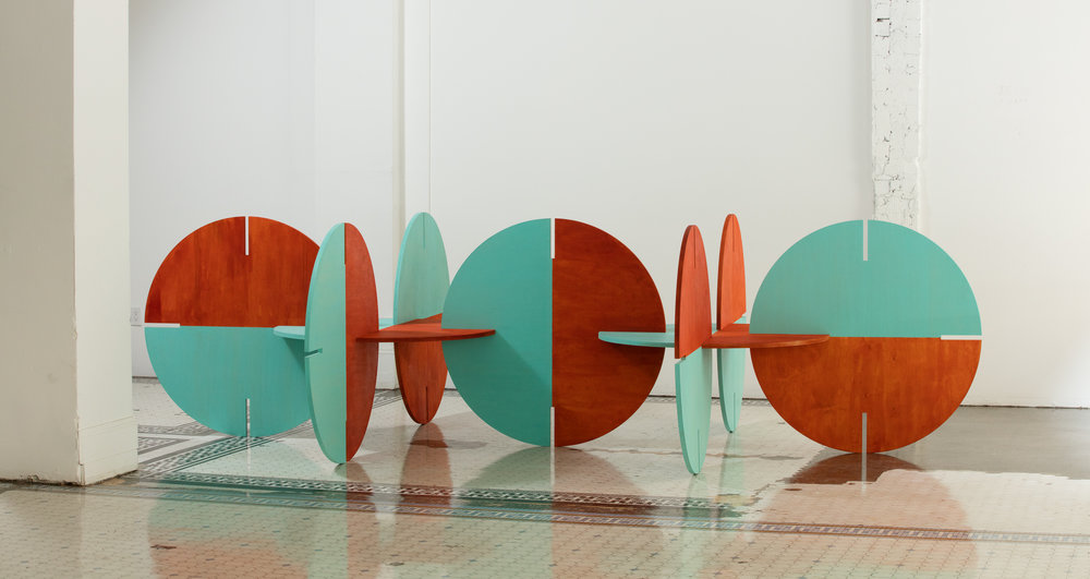 Alice Könitz, Circle Chairs, 2017, courtesy of The Main Museum of Los Angeles Art.