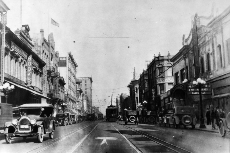 1900s_Main St. Between 3 + 4 looking North_LAPL.jpg