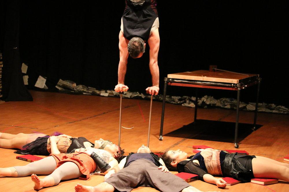 Handbalancing circus