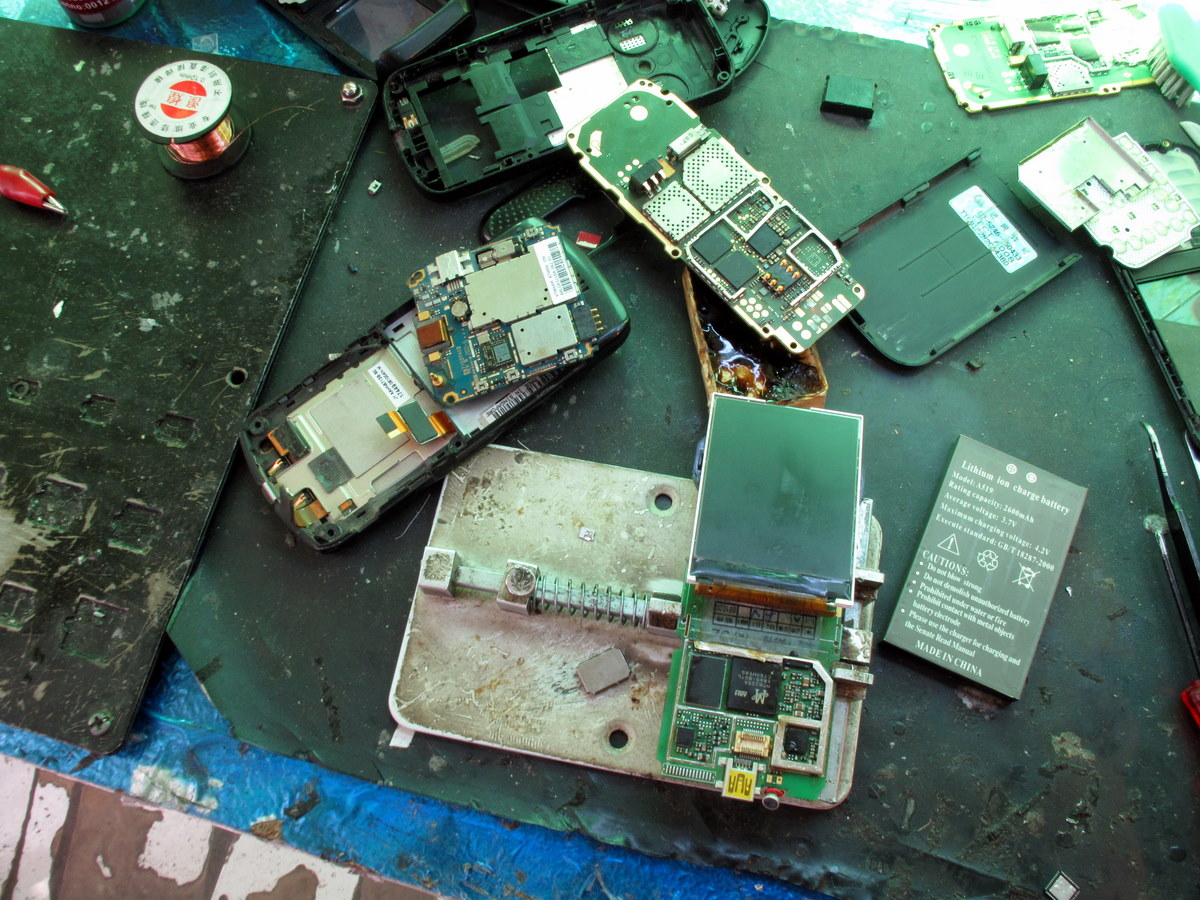 News Coolproducts Eu Electronic Components Wallpaper Calls Grow To Stop Making Smartphones That Are Designed Break