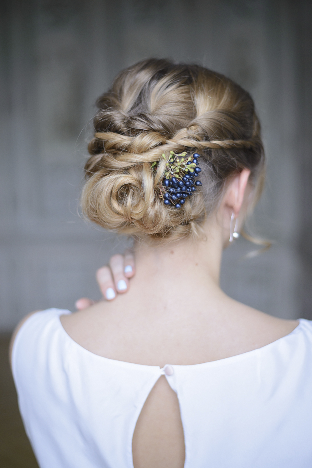 Bridal hairstyle braids up-do with blue berries at Schloss Laudon Vienna Austria by Barbara Wenz Photography