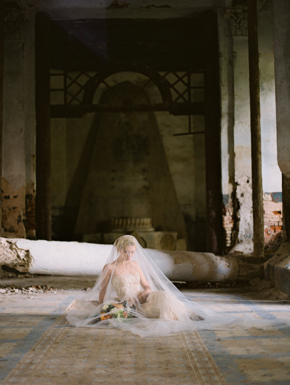 wedding-styled-shoot-russia-inspiration-elena-pavlova-photography-metamorphoses-orpheus-eurydice (1).jpg