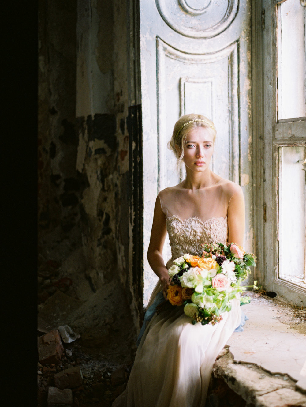 wedding-styled-shoot-russia-inspiration-elena-pavlova-photography-metamorphoses-orpheus-eurydice (15).jpg