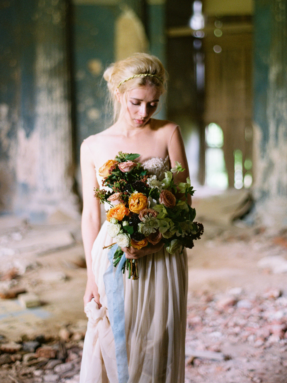 wedding-styled-shoot-russia-inspiration-elena-pavlova-photography-metamorphoses-orpheus-eurydice (4).jpg