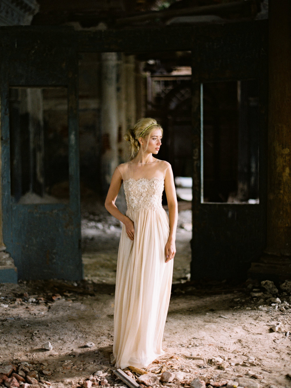 wedding-styled-shoot-russia-inspiration-elena-pavlova-photography-metamorphoses-orpheus-eurydice (14).jpg