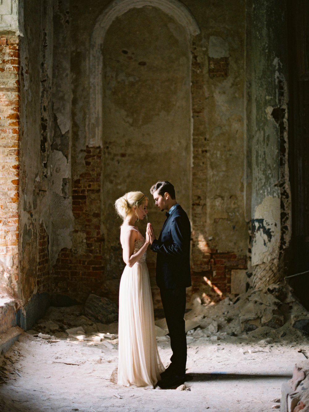 wedding-styled-shoot-russia-inspiration-elena-pavlova-photography-metamorphoses-orpheus-eurydice (38).jpg