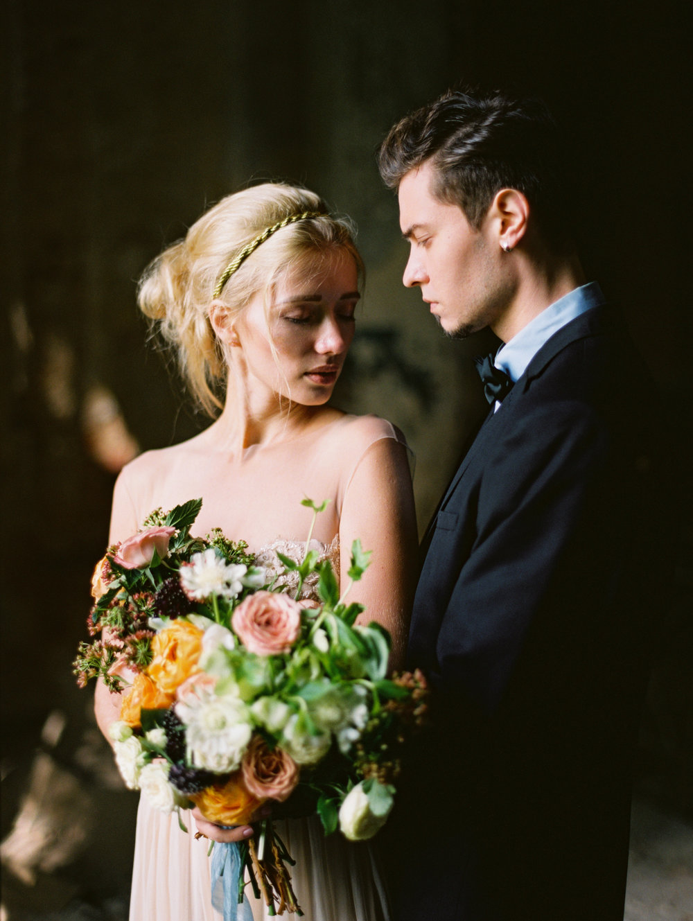 wedding-styled-shoot-russia-inspiration-elena-pavlova-photography-metamorphoses-orpheus-eurydice (35).jpg