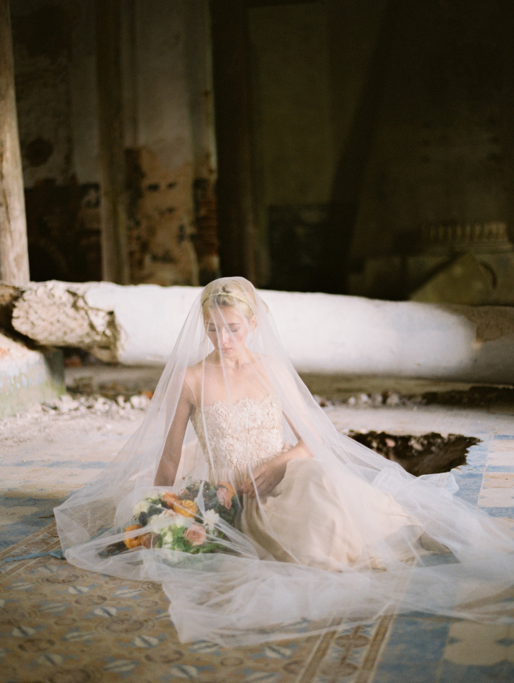 wedding-styled-shoot-russia-inspiration-elena-pavlova-photography-metamorphoses-orpheus-eurydice (40).jpg
