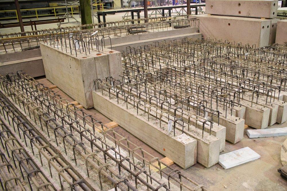 courante elementen  Sterq levert courante prefab elementen zoals balken, wanden en kolommen