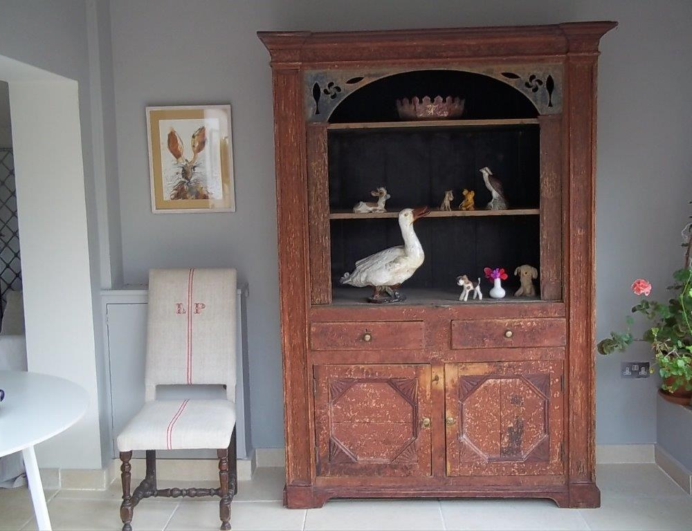 cupboard-8-L1.jpg