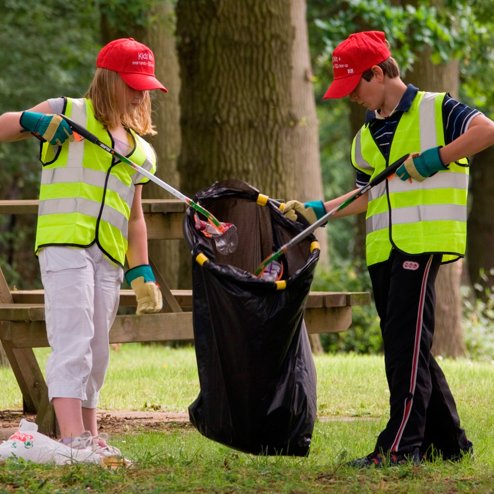 Petworth Town Family Litter Pick.