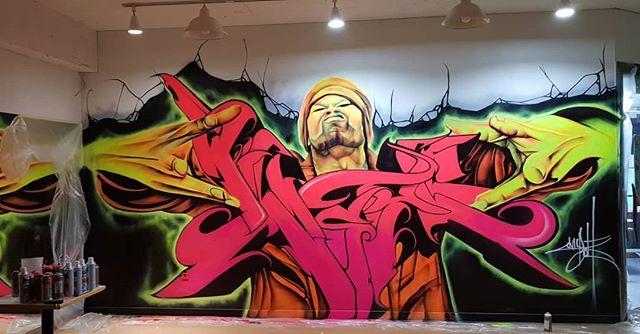아..추웠네요.ㅎㅎㅎ  루미나이트  그래피티 작업 2  오랜만에 작업 중 구고구마 싸들고 벙개 방문하신  @배태주 작가님 고맙습니다~^^ #ExpresstionCrew  #graffiti #graffitiartist #ninbolt #닌볼트 #그래피티  스웩~~^^