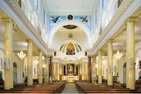 LITTLE-ITALY-The-interior-of-St-Peter's-Italian-church-London-.jpg