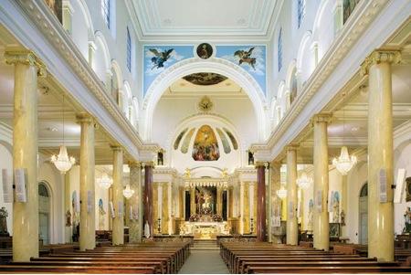 LITTLE-ITALY-The-interior-of-St-Peter's-Italian-church-London-.jpg