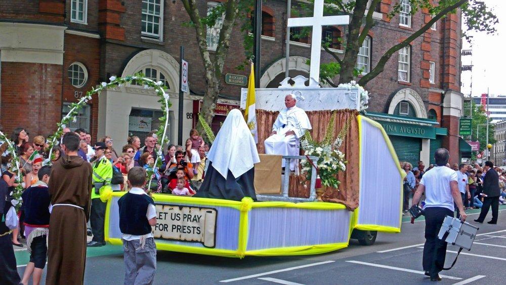 italian-procession-clerkenwell-2007_2448824517_o_24981427344_o.jpg