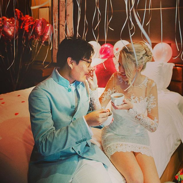 Eating tang yuan soup on my wedding day which is believed by the Chinese to be auspicious. #tangyuan #redbeansoup #weddingday #singapore #weddinghair #iloveyou #asianboy #love #vosego #asiasaidyes #weddingdress #mixedcouple #cny #polishgirl #poland #folloforfollow