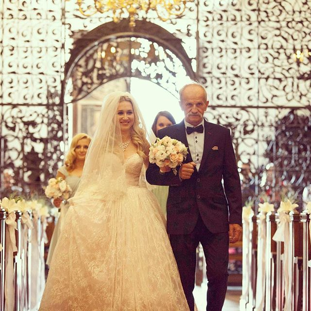 The look at my face walking down the aisle says it all ❤️ #gettinmarried #marriage #poland #internationalmarriage #weddingday #weddingdress #weddinghair #asiasaidyes #warsaw #polishgirl #iloveyou #singapore #mixedcouple #vosego #bride #bridetobe
