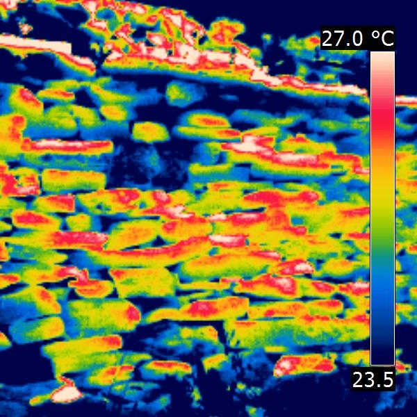 Thermal imaging of a drystone retaining wall in the Cevennes, France