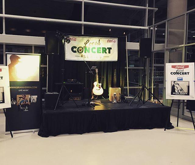 All set up! Iowa Wild Hockey pre-game concert with @czphresh !