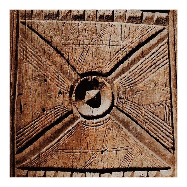 hand carved details & shapes via musee du @quaibranly