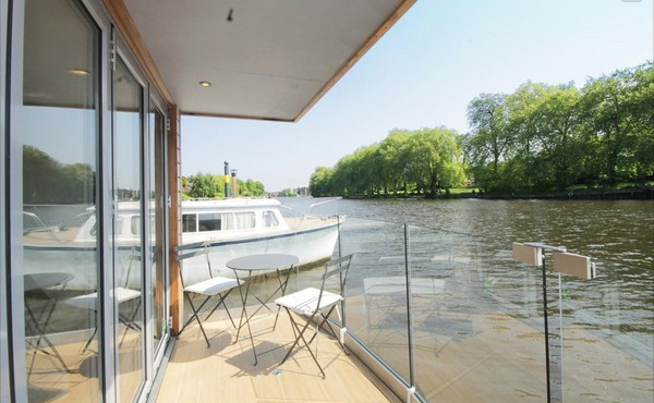 Kingston on Thames Houseboat
