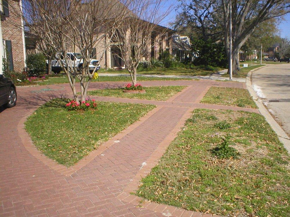 Pavestone_Driveway_Sidewalk.jpg